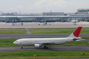 2011年8月4日(木)羽田空港・T1北側デッキP7・保存用2 337raw.jpg