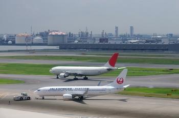 2011年8月4日(木)羽田空港・T1北側デッキP7・保存用2 351raw.jpg
