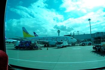 2011年8月4日(木)羽田空港・T2駐機場P10・ブログ用 004raw.jpg